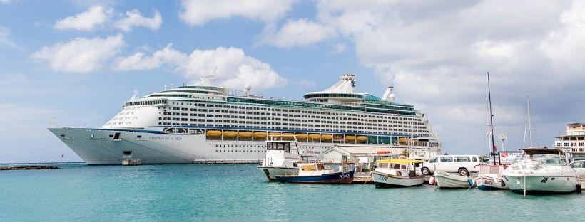 bateau Adventure of the Seas en mer