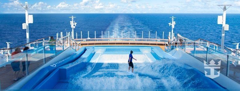 La piscine géante du paquebot Anthem of the Seas