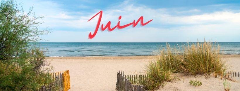 Mot Juin sur une plage