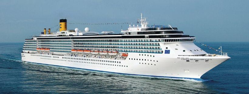 Navire de croisière Costa en pleine navigation