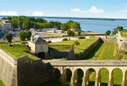 Bordeaux - Pauillac (2) - Le Médoc (1) -