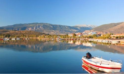 ville de Itéa en Grèce