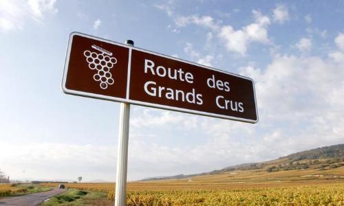 Panneau indiquant La Route des Grands Crus