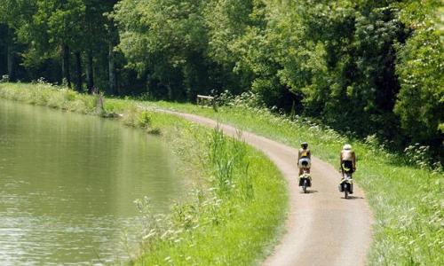 Cyclisme le long du canal