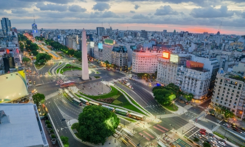 Vue en hauteur sur le centre ville de Buenos Aires, capitale de l'Argentine avec habitations, buildings, monuments