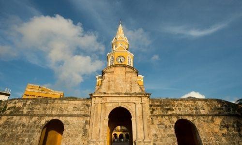 grand monument, avec un clocher central en Colombie