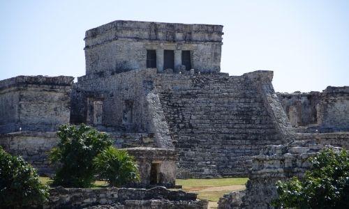 ruines qui datent de l'époque des Mayas au Mexique