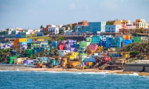 Vue sur les petites habitations colorées de San Juan, Capitale de Porto Rico