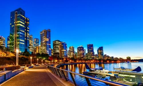 Ville de Vancouver avec buildings, bord de fleuve