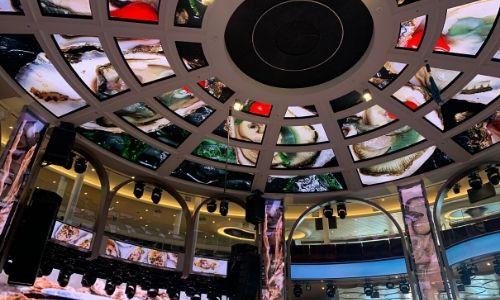 Le plafond à écran numérique du Colosseo