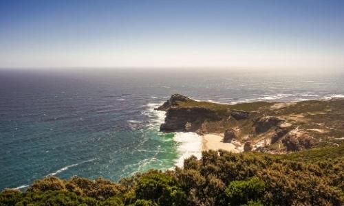 Vue aérienne Cap de Bonne Espérance, côtes rocheuses, mer agitée