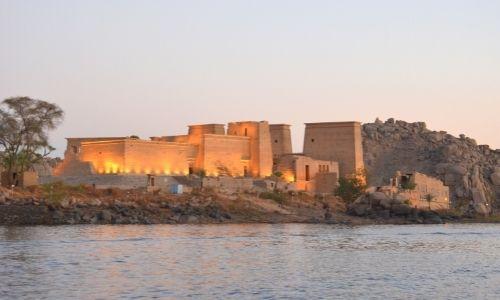 Paysage égyptien avec le Nil devant