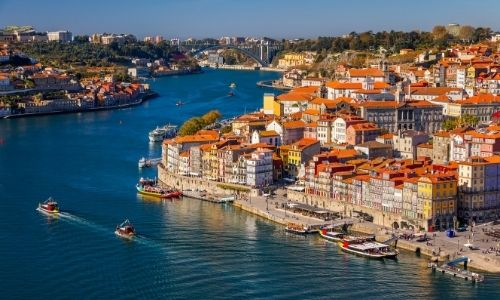 vue du ciel de la ville de Porto au Portugal, bordé par le Douro, un grand fleuve