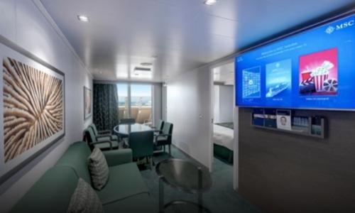 Cabine avec 2 chambres, avec télé, canapé, salle à manger, télé