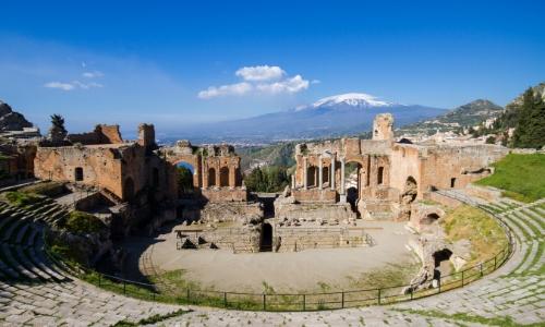 Vue sur l'ancien Théatre de la Taormine en Sicile