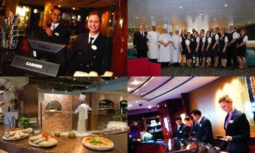 4 photos avec des membres du staff de l'accueil et hébergement dans les coins en haut à gauche et en bas à droite, staff d'un bateau qui prend la pose en haut à droite et chef cuisinier qui prépare des pizzas au four en bas à gauche