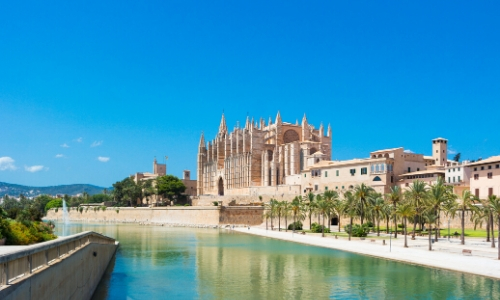 Vue sur le Port Marina de Palma de Majorque avec sa Cathédrale en arrière plan