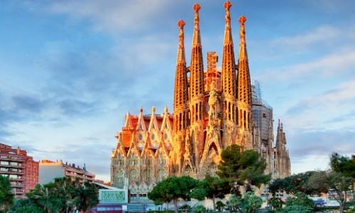 Vue sur l'imposante Sagrada Familia à Barcelone