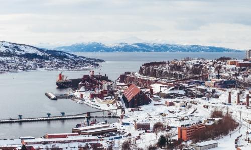 Narvik, ville portuaire, enneigée