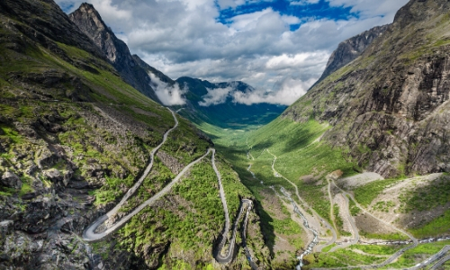 Formation montagneuse Trollveggen, en plein coeur