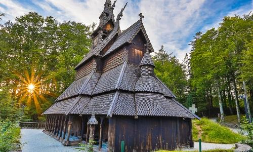 L'église en bois de Fantoft, en plein coeur de la nature