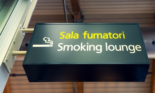 Panneau entrée lounge fumeurs