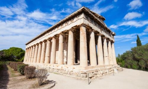 Le temple d'Héphaïstos en Grèce avec colonnes