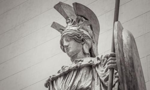 La statue de la déesse Athéna, avec bouclier