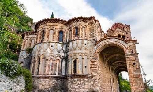 Vue sur l'église de la Pantanassa et son architecture byzantine