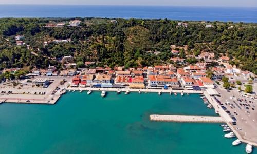 Vue aérienne sur le port de pêche de Katakolon