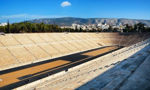 Vue à l'intérieur du stadium d'Athènes en forme de fer à cheval