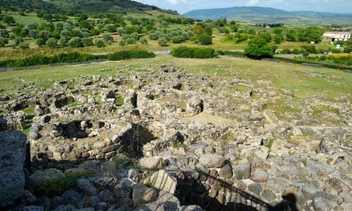Les Nuraghes en Sardaigne, constructions de pierre en forme de cône tronqué