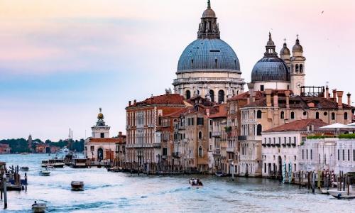 Basilique Saint-Marc à Venise surplombant le Grand Canal