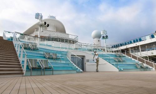 Vue sur le pont du navire Costa Smeralda