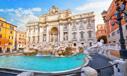 Vue sur la Fontaine de Trevi à Rome