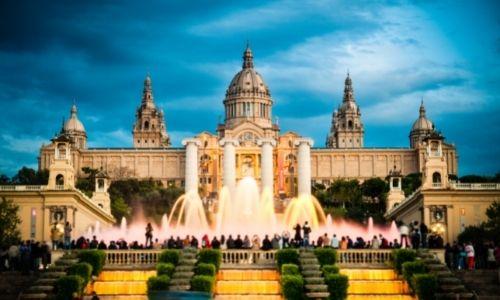 Le Montjuïc, son château et ses fontaines de nuit