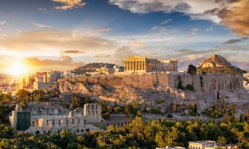 Vue sur l'Acropole à Athènes surplombant la ville