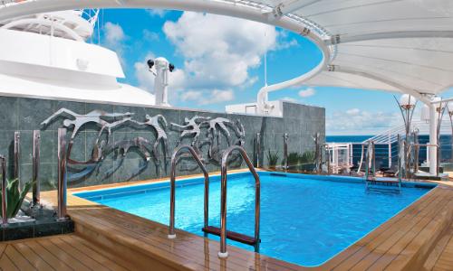 La piscine du Yacht Club