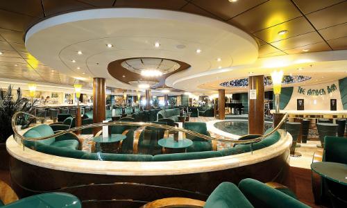 Un bar lounge à bord ud MSC Orchestra