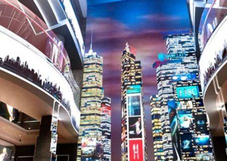 représentation par un mur de LED des buildings de New-York à bord du MSC Seashore