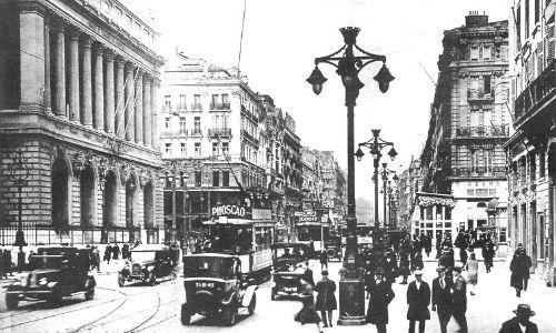 Photo en noir et blanc qui représente la Canebière de Marseille à l'époque.