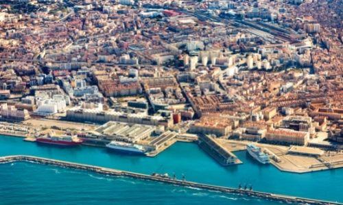 Vue aérienne des terminaux de croisières de Marseille