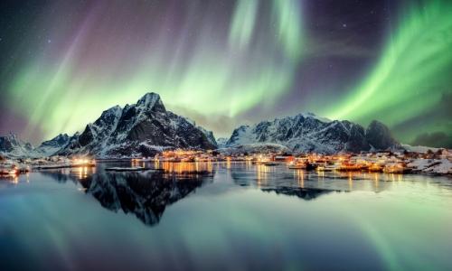 Vue sur les aurores boréales en Europe du Nord (ici Norvège)