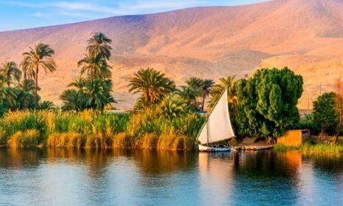 Paysage de la nature au bord du Nil au coucher du soleil
