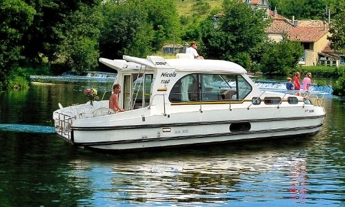 bateau de la gamme Sédan de l'armateur Nicols