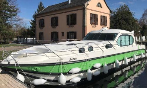 bateau green de nicols, sur un canal de France