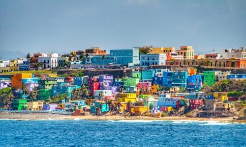 Vue sur les petites maisons colorées de Puerto-Rico