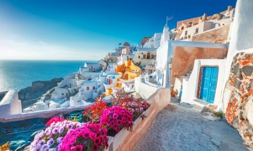 Santorin en Grèce, maisons vue mer, petites maisons blanches typiques
