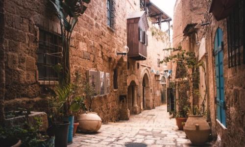 Vielle ville de Tel-Aviv, ruelle avec pavés et maisons en pierres