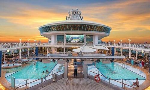 Les 2 piscines du Adventure of the Seas